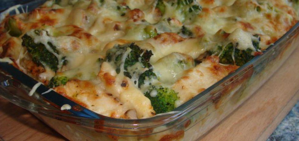 Makaronowa zapiekanka z grillowanym kurczakiem i brokułami ...
