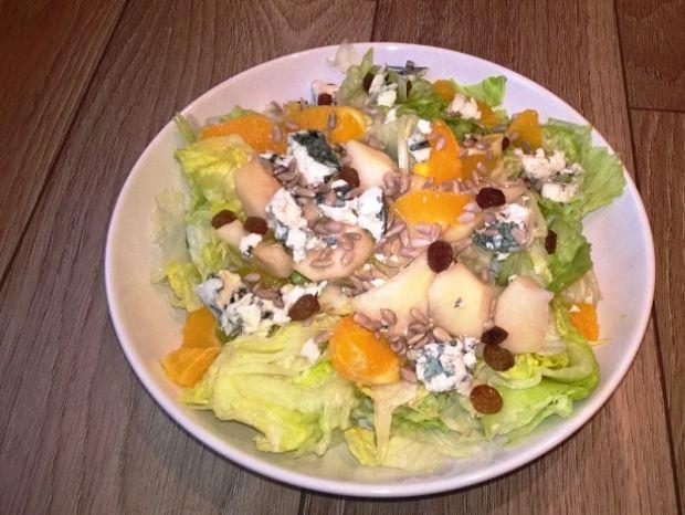 Przepis  sałatka z serem pleśniowym przepis