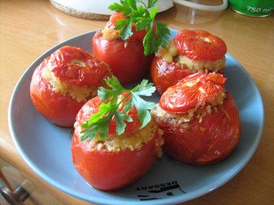 Pomidory faszerowane po sycylijsku