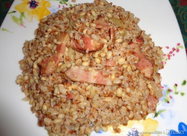 Kargulowe danie :) parzona kasza nadziana skwarkami z cebulą ...
