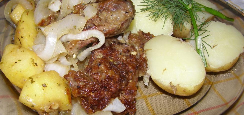 Wątróbka z jabłkiem i młodymi ziemniakami (autor: zdzislaw ...