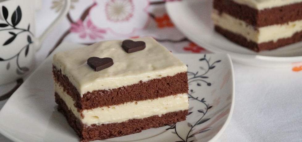 Kakaowe ciasto z kremem o smaku chałwy (autor: alexm ...