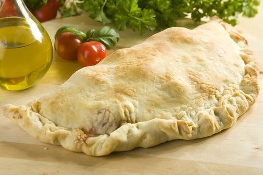 Calzone ze szpinakiem i serem feta