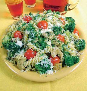 Makaron z indykiem i brokułami