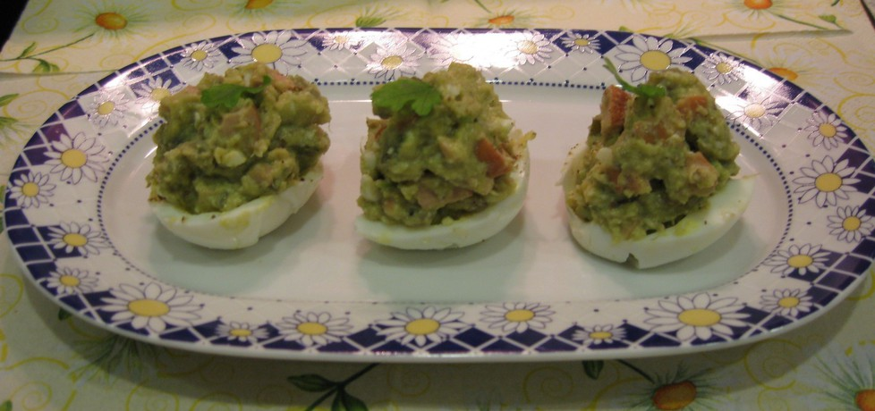 Łódeczki z jajek nadziewane pastą z awokado i parówki (autor: jula ...