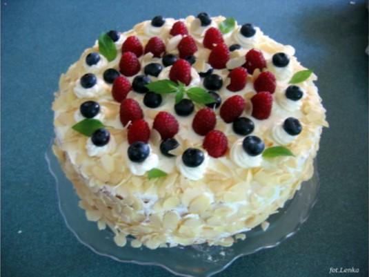 Tort owoce leśne
