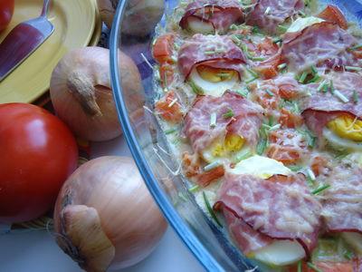 Jajka zapiekane w szynce z sosem musztardowo