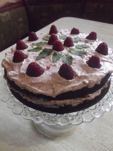 Ciasto cukiniowe z kremem malinowym