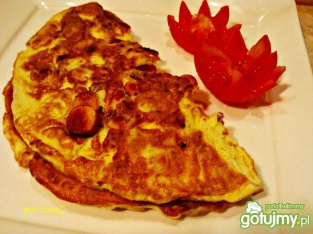 Przepis  omlet z parówką i prażoną cebulką przepis