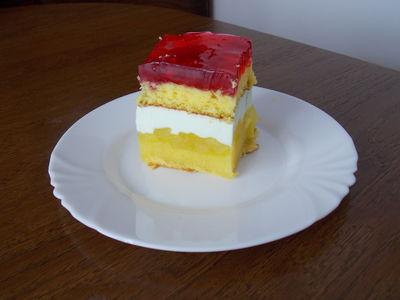 Delikatne ciasto z jabłkami delikatną pianką i galaretką ...