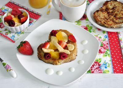 Pełnoziarniste tosty francuskie z owocami