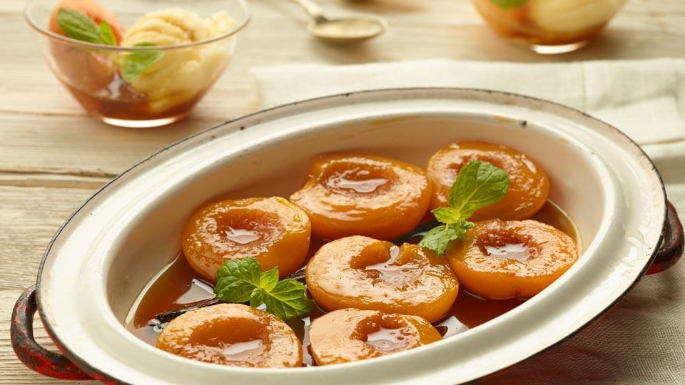 Przepis na lekki deser – brzoskwinie w herbacie