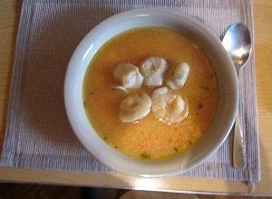 Zupa słodko-kwaśna z uszkami krewetkowymi