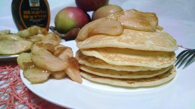 Pancakes z jabłkami karmelizowanymi