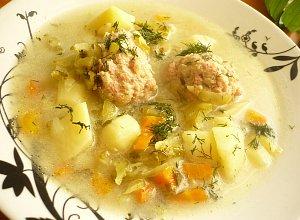 Ogórkowa zupa z pulpecikami  prosty przepis i składniki