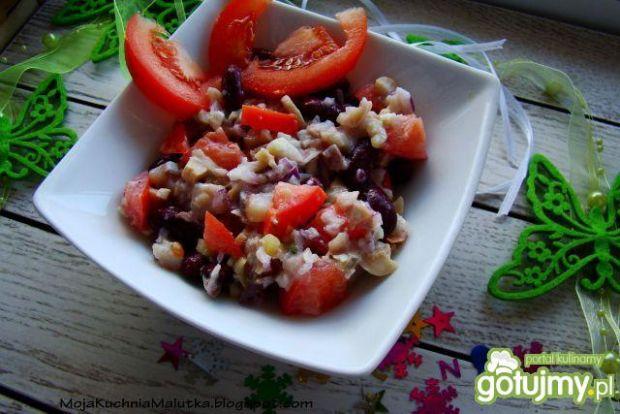 Przepis  sałatka śledziowa z fasola i pomidorem przepis