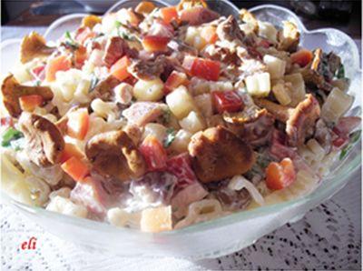 Makaronowa sałatka eli z kurkami