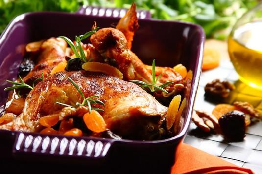 Pieczony kurczak z suszonymi owocami
