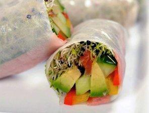 Spring rolls z mieszanką kiełków  prosty przepis i składniki