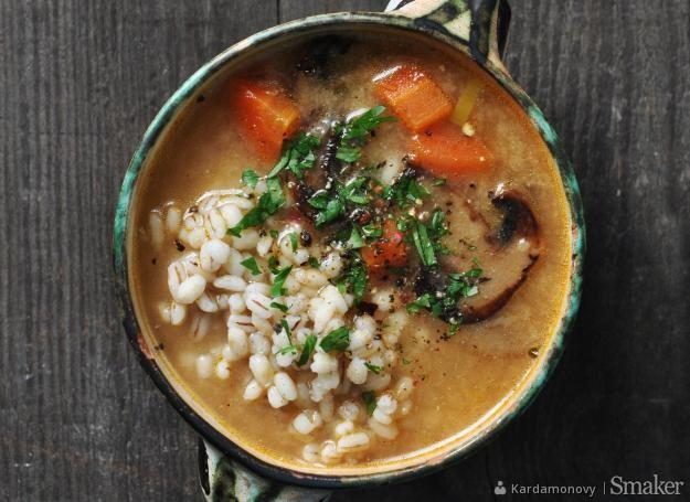Zupa pieczarkowa z pęczakiem