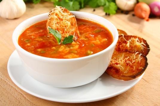 Hiszpańska zupa pomidorowa z grzankami