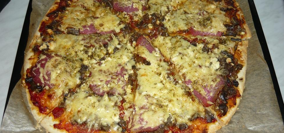 Domowa pizza na chrupiącym spodzie (autor: paulisiaelk ...