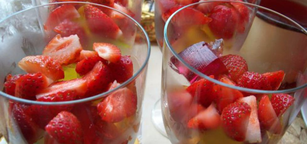 Kolorowe pucharki z truskawkami (autor: agnieszkalider ...