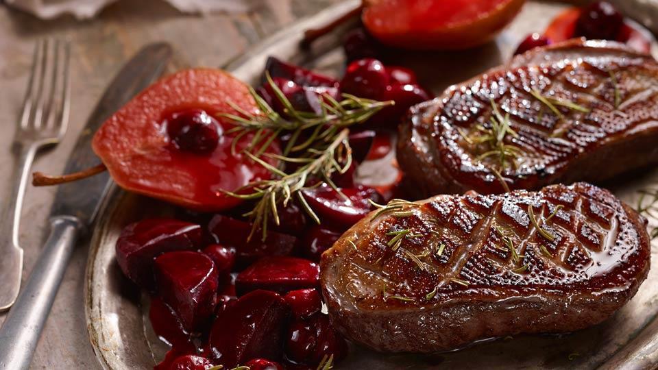 Przepis na piersi gęsi z sosem piernikowym