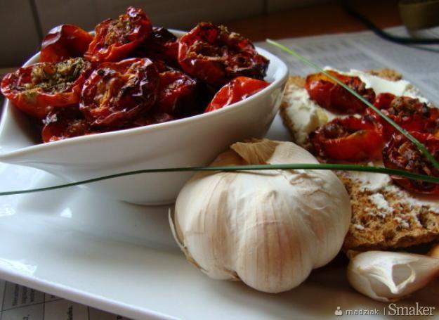 Pieczone pomidory z tymiankiem, czosnkiem i oliwą