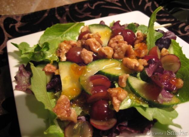 Salatka z sosem z moreli