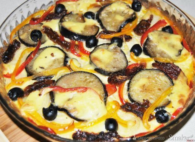 Makaronowa pizza z oliwkami