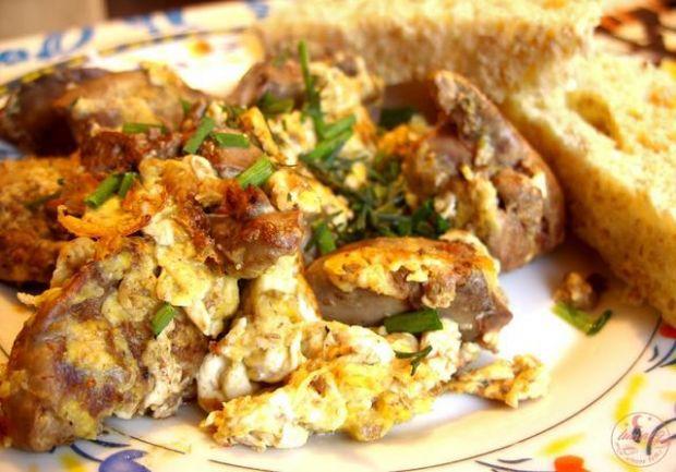 Najlepsze przepisy kulinarne: jajecznica z wątróbką drobiową ...