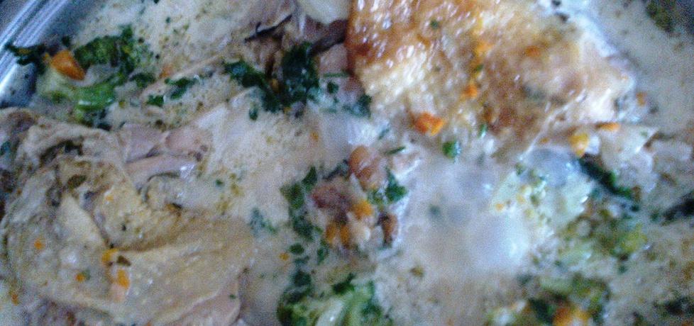 Kurczak duszony z brokułami w sosie śmietanowym (autor ...