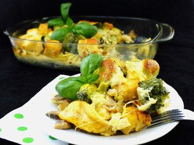 Makaronowa zapiekanka z kurczakiem i mozzarellą