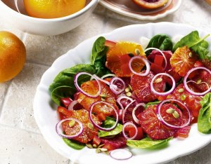 Sałatka z pomarańczy  prosty przepis i składniki