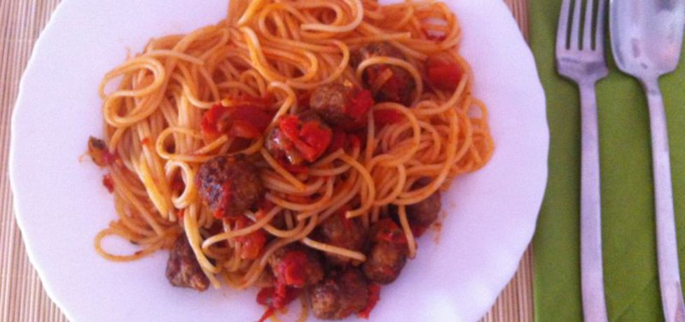 Spaghetti z klopsikami wołowymi w sosie pomidorowym (autor ...