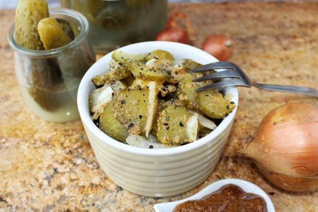 Przepis  sałatka z kiszonych ogórków z musztardą