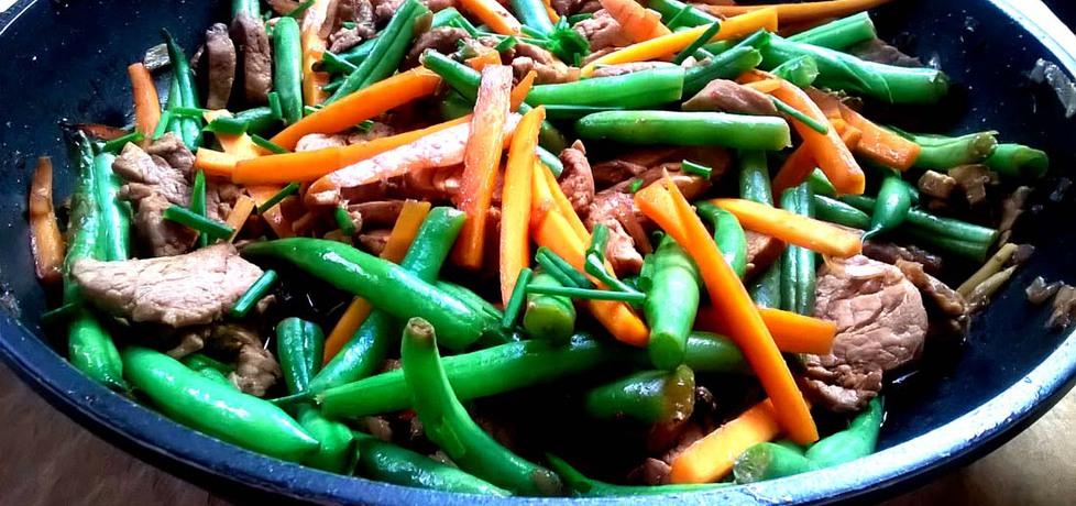 Polędwiczka wieprzowa z marchewką i fasolką szparagową po ...