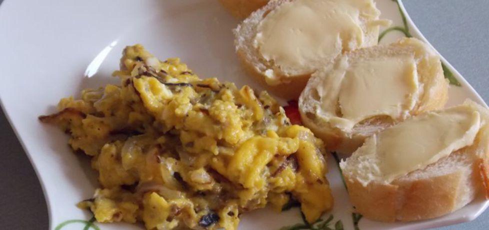 Niedzielna jajecznica z pieczarkami i cebulą (autor: aneta8185 ...