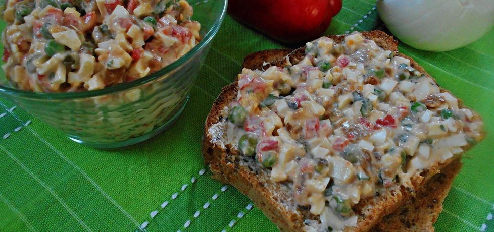 Pasta na kanapki z zielonym groszkiem i pieczoną papryką (autor ...