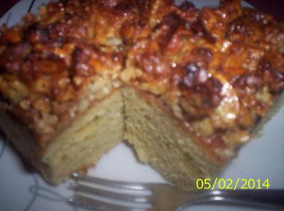 Ucierane ciasto, pod orzechową glazurą ...