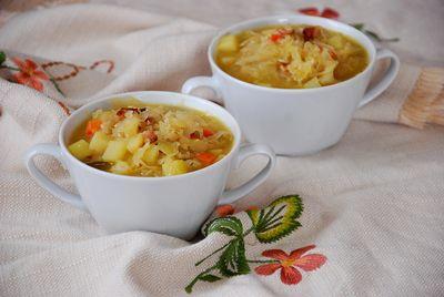 Kapuśniak z boczkiem i ziemniakami