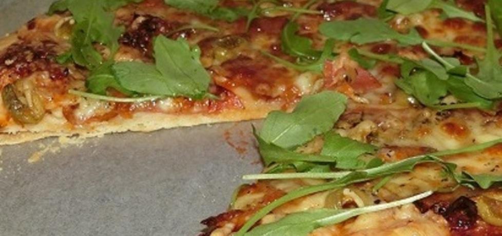 Pizza z mozzarellą, suszonymi pomidorami i rukolą (autor: w ...