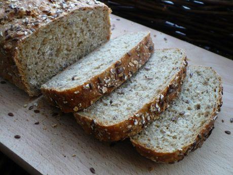 Przepis na domowy chleb. na zdrowy chleb pełnoziarnisty