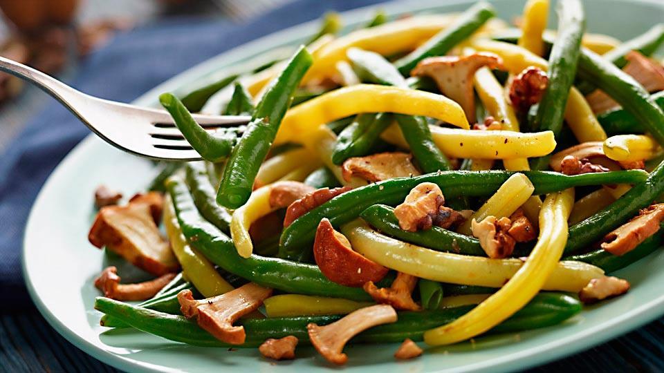Przepis na fasolkę szparagową z kurkami i orzechami