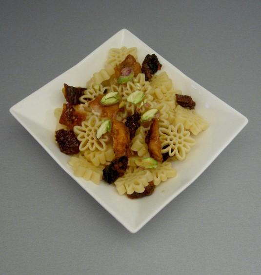 Makaron z pieczonym kurczakiem i pistacjami