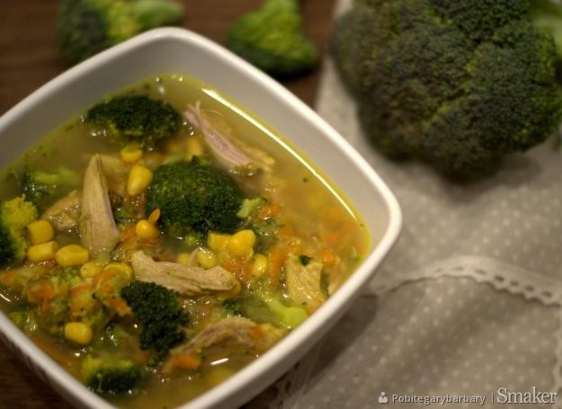 Zupa brokułowa z kukurydzą