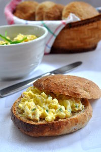 Pasta jajeczna z szynką