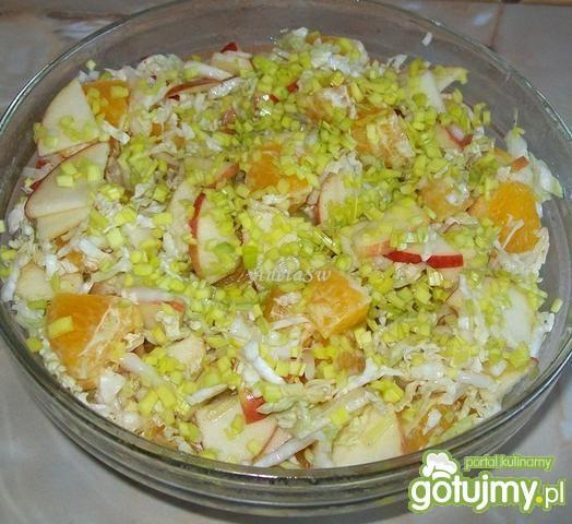Przepis  surówka z pekinki, pomarańczy i jabłek przepis