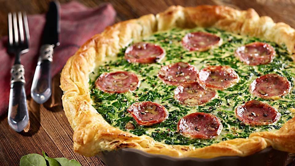 Przepis na tartę ze szpinakiem, serem i salami